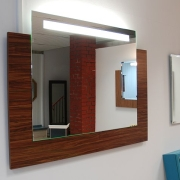 .Nobile Square I LED auf Holzrückwand mit Farbauswahl